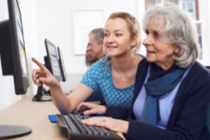 Beruf und Karriere als digitale Lernbegleiterin für SeniorInnen